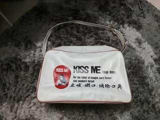 Beg vintage KISS ME ubat batuk