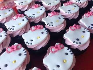 Hello Kitty Fondant Cupcakes