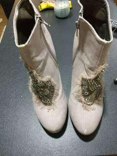 Semi high cut boots