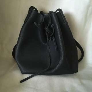 Black Bucket Bag (Canada purchase) | 👜M08