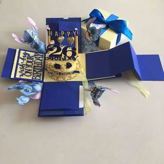 Stitch explosion box with cake , 8 waterfall, pull tab in blue & yellow