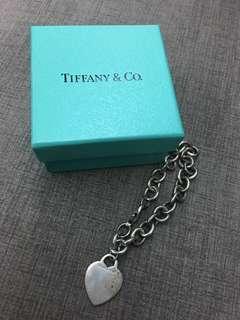 Tiffany手鍊 (銀飾氧化,只需清洗就會變亮),因沒時間清洗,故低價出售
