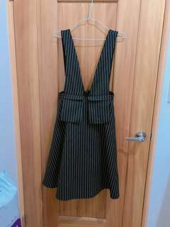 🚚 吊帶縮腰設計裙