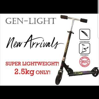 Super light weight kids to Youth scooter! Light up wheels! Foldable! Adjustable Height!
