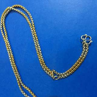 How to wear thai amulets on necklace ? By Chris Lim