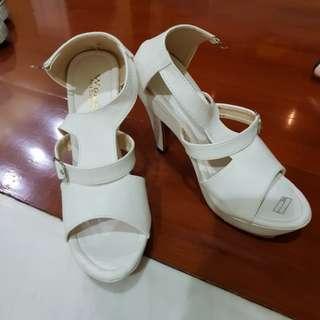 Shoes putih #horegajian