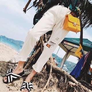 🚚 [女子更衣間]夏季白色破壞刷破寬鬆九分牛仔褲
