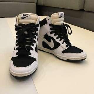 【二手】nike 內漸增高鞋(23.5/黑白色) - 無盒