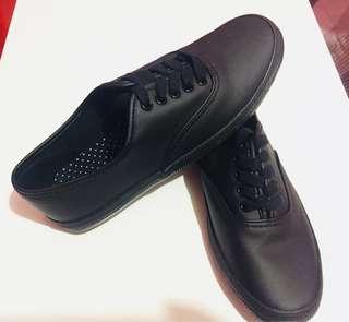 Preloved Black Sneakers