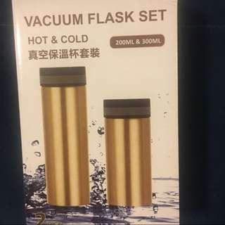 真空保溫瓶兩個(200 及300ml)