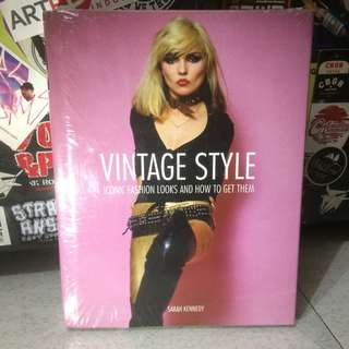 "VINTAGE STYLE ""iconic fashion looks and how to get them"" by Sarah Kennedy #books #vintagestyle #fashion"