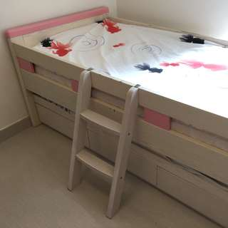 Kids bed with trundle