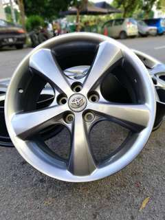 Original toyota harrier 18 inch sports rim limited edition.