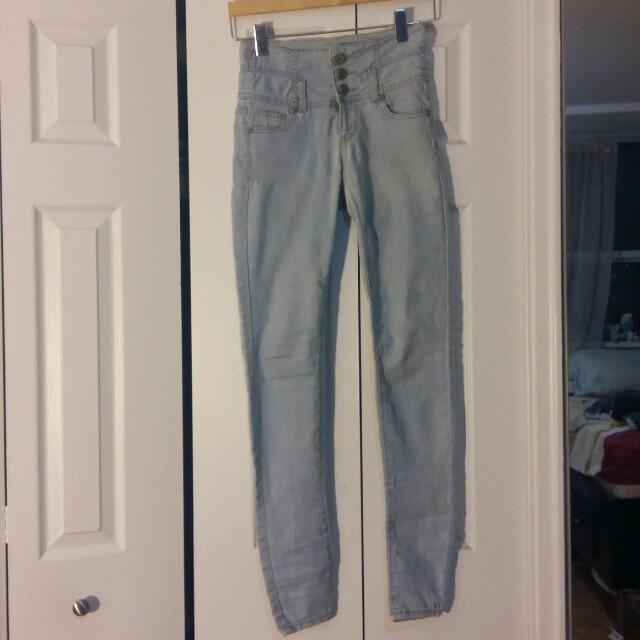 Highwaisted Light Wash Skinny Jeans