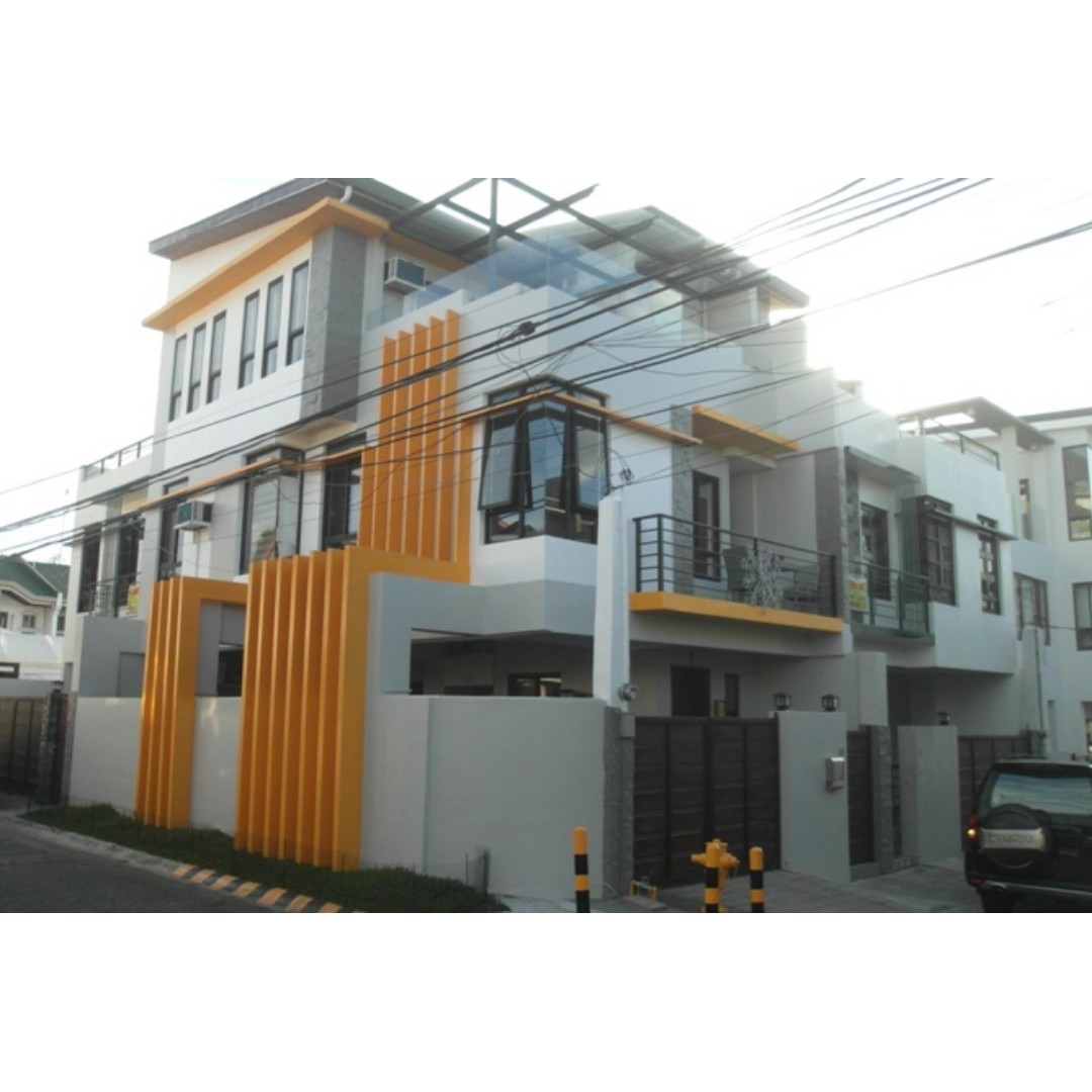 NEAR DILIMAN SPACIOUS Commonwealth Quezon City House and Lot For Sale