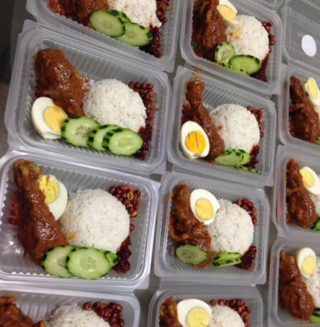 Royale Nasi Lemak Ayam Masak Merah Food Drinks Instant On Rica Carousell
