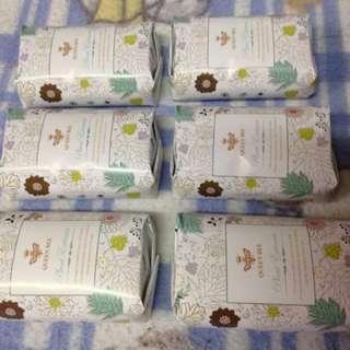 1堆6個100元 蜂王草本沁香植妍皀、草本皂、蜂王、香皀,沁香皂、植妍皀、個人衞生清潔最佳品。