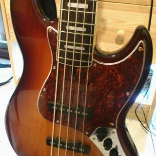 Marcus Miller Sire V7 5 string Bass
