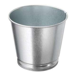 Pot tanaman dari baja ikea