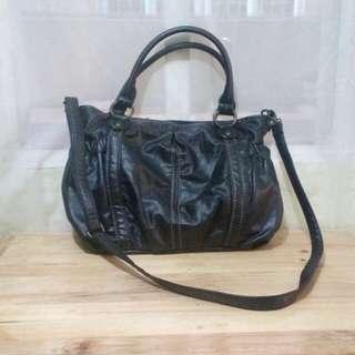 Hand or shoulder bag leather