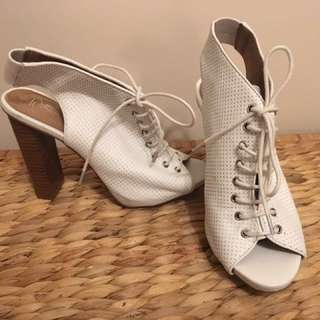 Zoe Wittner Size 8 White Open Toe ankle Boots