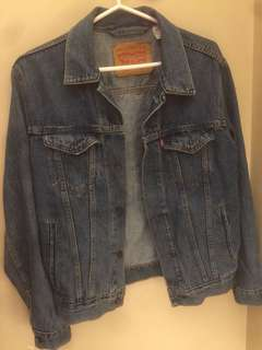 LEVIS JEANS JACKET (PRICE DROPPED)