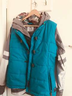 Nike snow jacket with vest included. Size M