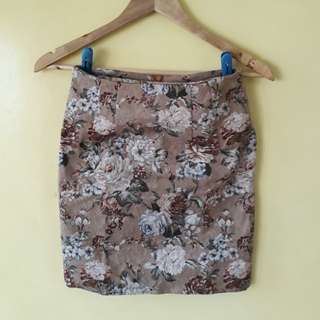 Must go! Floral skirt