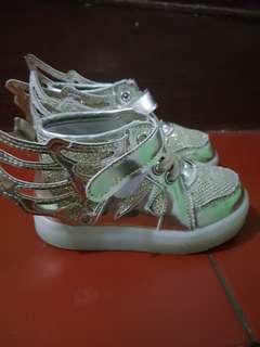 2 Sepatu anak perempuan 50 k