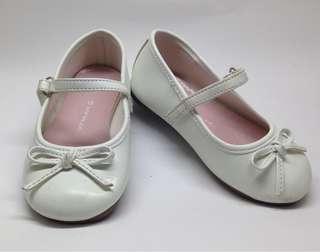 White baby shoes (airwalk)