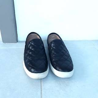 Black Quilted Slip-on shoes