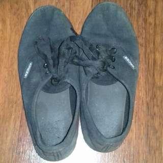 Sepatu Hitam / Shoes
