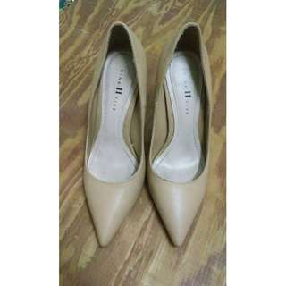 NINE TO FIVE NUDE POINTED STILETTO HEELS