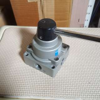 Pneumatic hand lever valve