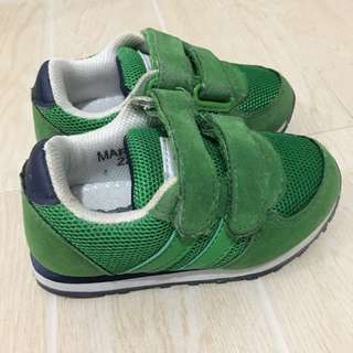 Green rubber shoes for toddler