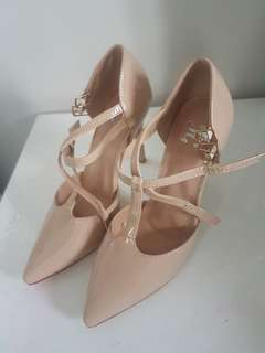 Nude heels never worn
