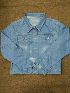 Best seller📢📢 Denim jacket 💰520  Free size only Can fit L-xl Soft denim fabric Good quality Pm for order *xa