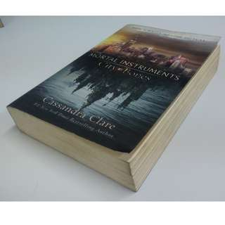 Novel City of Bones by Cassandra Clare