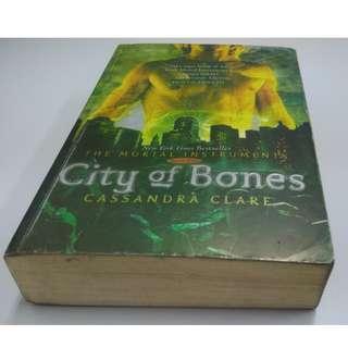 Novel City of Bones by Cassandra Clare - Bahasa Indonesia