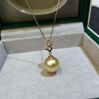最美人間四月天,怎樣少得了珍珠首飾呢! 18k金➕菲律賓金珠10mm吊墜正圓微瑕光澤好 心連心詮譯着美好的寓意。 💰💰特價發售,歡迎咨詢訂購😊