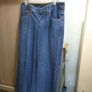 大割價~~ 藍色LEVIS牛仔褲, 型號 589, 腰圍 28吋, 長度 31吋, 90%新,面交只限將軍澳港鐵站, 非誠勿擾, 謝謝。