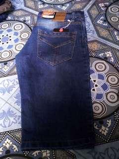 Celana pendek cwo untuk uk.27-32 Rp.75.000 uk 33-38 Rp.85.00