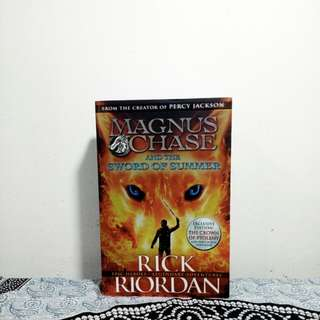 Magnus Chase and the sword of Summer(1) by Rick Riordan