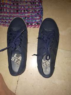 La shoes size 10