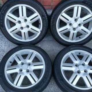 SOLIO 15吋原廠鋁圈輪胎組 含165/55-15飛達輪胎 (2017年製)2條9成,2條7成。