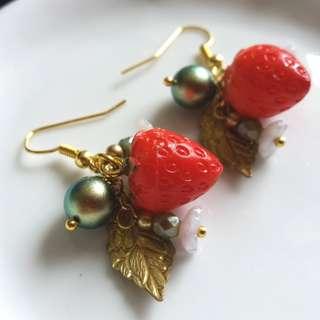 ✨ 嬌嫩草莓 🌾 古董樹脂草莓配Swarovski Crystal Pearl及捷克玻璃珠耳環 ✨