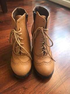 🚚 二手商品~學院風駝色靴子!9成新!