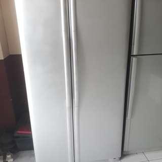LG.double Fridge 2door freezer. 95%ok Good condition one month warntey 01133530275 call me WhatsApp