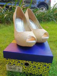 Like NEW! Rotelli High Heels White Pearl