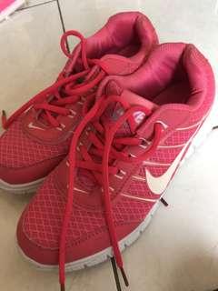 Nike running woman shoes